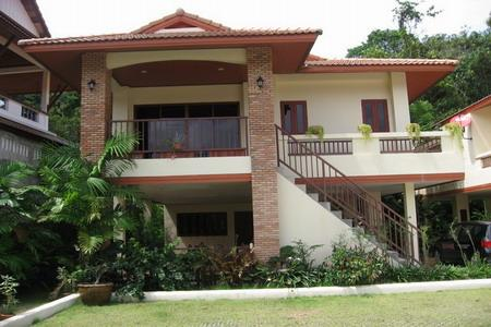TwoThree Bedroom Modern Thai House with a Communal Pool for